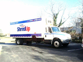 2003 International 4300 Shred Tech MDS 25GT