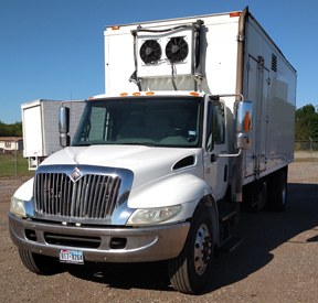 2003 International 4300 Truck DT 466
